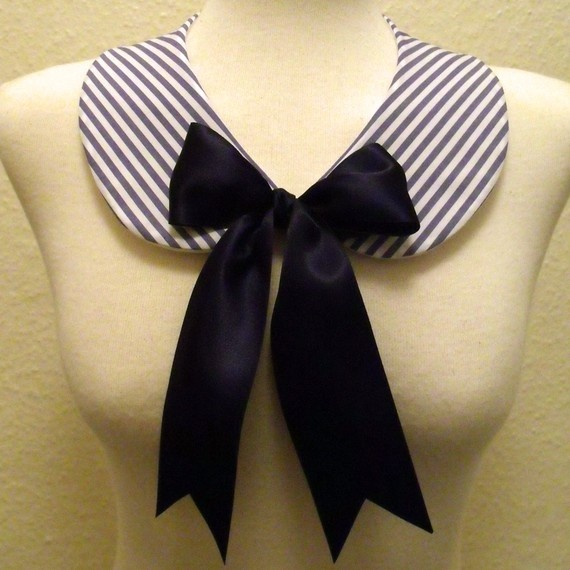 detachable collar. peter pan collar.