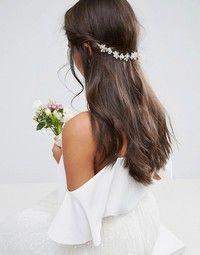 Όποιο και αν είναι το στυλ σου, τα μαλλιά είναι πάντα υψίστης σημασίας. Δες τα πιο εντυπωσιακά νυφικά αξεσουάρ για τα μαλλιά.