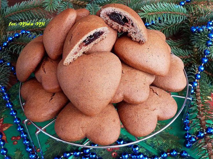 Przepyszne, mięciutkie i tak naprawdę proste do przygotowania pierniczki nadziewane marmoladą, które po oblaniu rozpuszczoną czekoladą (lub ...