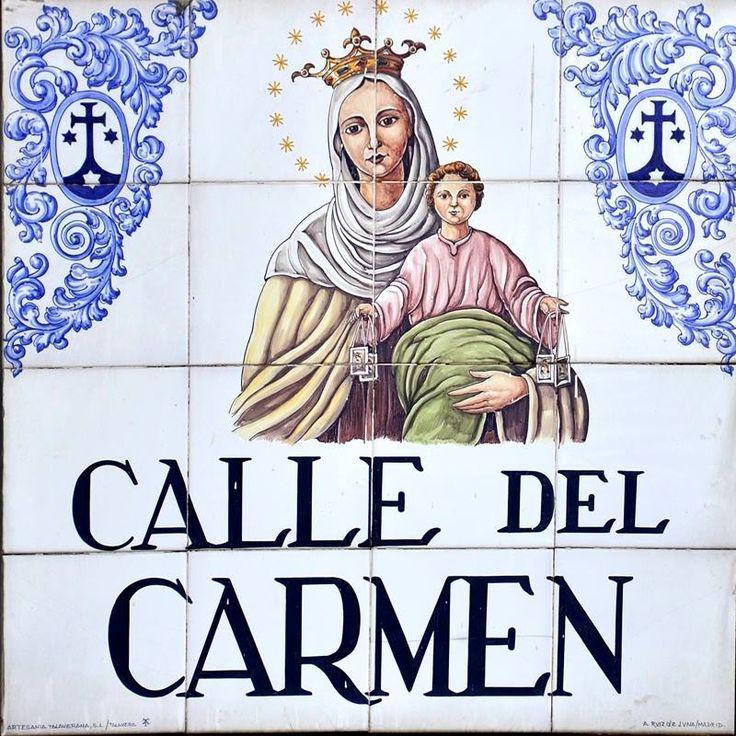 Calle del Carmen. Toma su nombre del convento fundado en 1573 llamado del Carmen Calzado. A principios del siglo XX se instaló en lo que fue la parte conventual un frontón, dado el auge que traído del País Vasco cogió este deporte en aquella época en Madrid.
