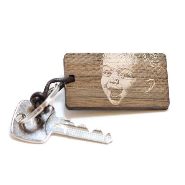 """Schlüsselanhänger """"Foto"""" aus Holz mit Wunschgravur"""