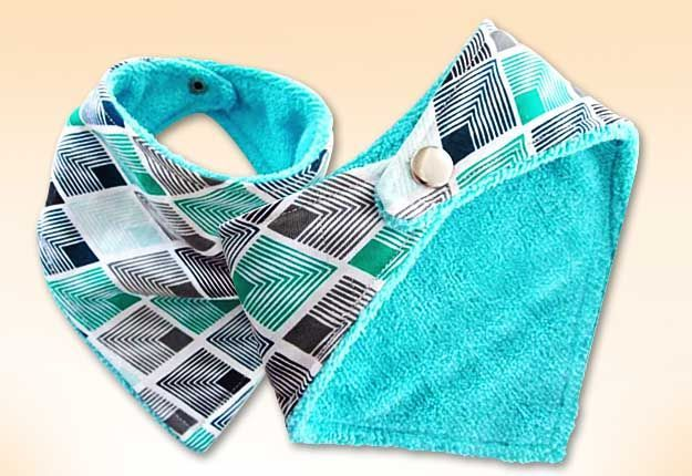 Easy Sewing Projects | Free Sewing Pattern for Beginners | DIY Bandana Bib for Baby | DIY Projects & Crafts by DIY JOY at http://diyjoy.com/how-to-sew-diy-bandana-bibs                                                                                                                                                     Más