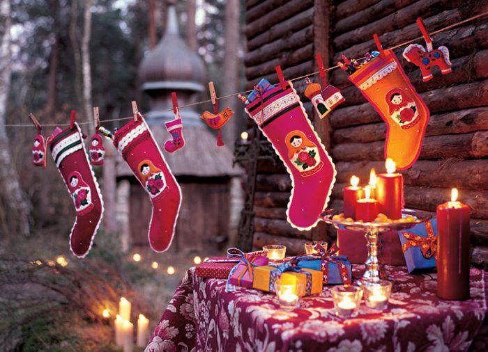 Des bottes de Noël appliquées de poupées russes