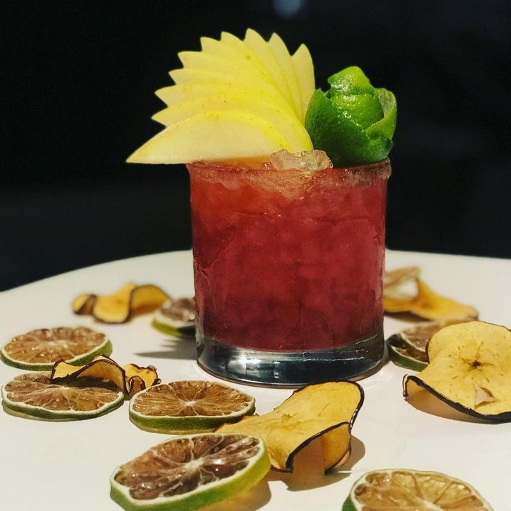 Sometimes it just need to beFruity .  #discovery #cocktail #cocktails #barcelona #bar #bartender #cocktailgram #drinks #instadrink #drinkdrankdrunk #drinking #lovemylife #pub #enjoylife #enjoy #lounge #spain #bcn #españa #cocktail_inspiration #liquor #coffee #alcohol  #mixology