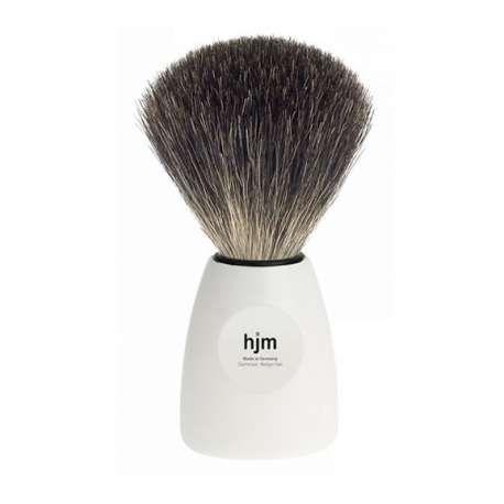 """En rakborste av hög kvalitet från HJM med ett vitt stilrent handtag och borsten har äkta och naturligt grävlingshår """"pure badger"""""""