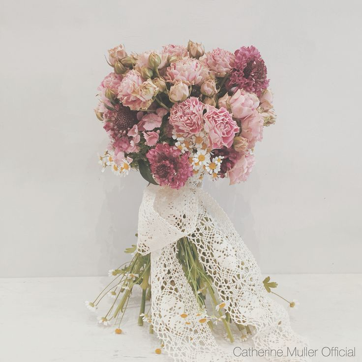 Vintage bridal bouquet  Roses chamomile scabious lace embroidery  Vintage class Catherine Muller Flower School London
