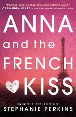 Anna is less than thrilled to be shipped off to boarding school in Paris, leaving a fledgling romance behind - until she meets Etienne St Clair. Smart, charming, beautiful, Etienne has it all... including a girlfriend. But in the City of Light, wishes have a way of coming true. Will a year of romantic near-misses end with a longed-for French kiss?