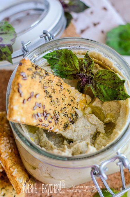 Баба Гануш из баклажанов.... Обязательные ингредиенты пасты – баклажаны, тахина (кунжутная паста) или же кунжут, лимонный сок, растительное масло и чеснок.   4 баклажана 4 ст. л. кунжута (слегка поджарить и измельчить в кофемолке, либо заменить тахиной) 3-4 ст. л. растительного масла 2 ст. л. лимонного сока 2 зубчика чеснока соль, перец + специи по вкусу