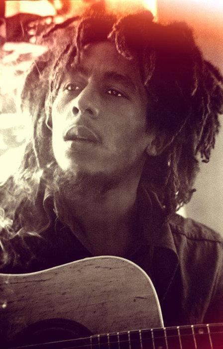 Não preciso ter ambições. Só tem uma coisa que eu quero muito: que a humanidade viva unida... negros e brancos todos juntos. Bob Marley