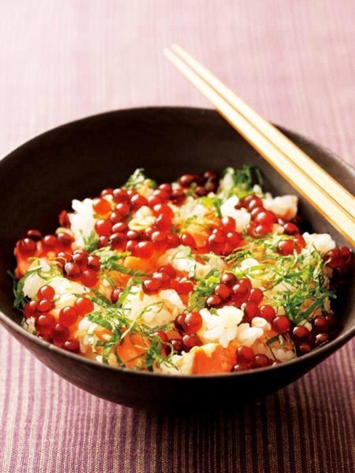 彩りが食欲をそそる、 鮭といくらの丼ごはん|『ELLE a table』はおしゃれで簡単なレシピが満載!