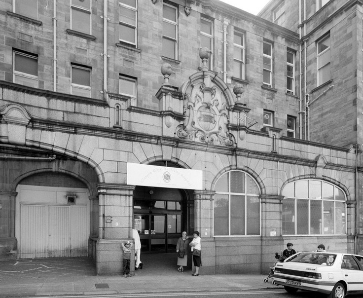 Rottenrow Maternity Hospital, Detail of N entrance