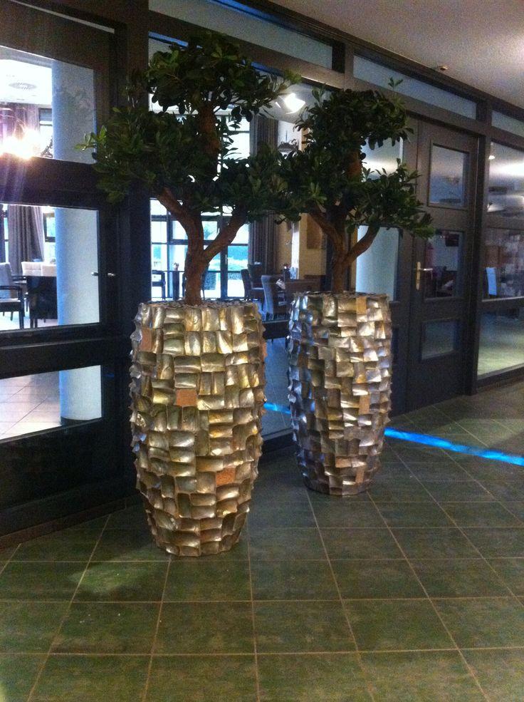Handgemaakte plantenbakken van oesterschelpen met natuurgetrouwe bonsai kunstplanten!