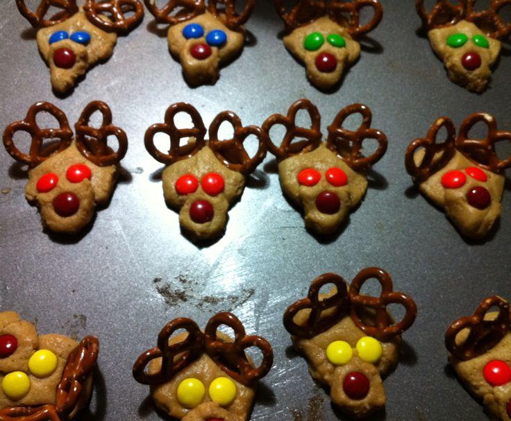 pretzel reindeer cookies