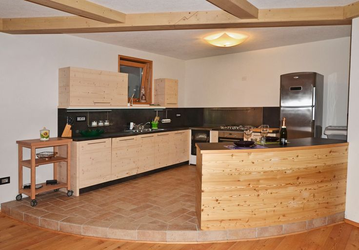 Customized kitchen made of fir and larch: bases and wall units are made of fir, the bar-island it's larch clad.