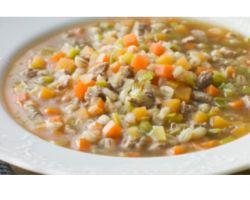 Холодные дни прекрасное время не только для чашки горячего чая, но и для тарелки сытного теплого супа. Предлагаемый нами суп? Крупник! Ячневая каша или перловка, традиционные или вегетарианские...