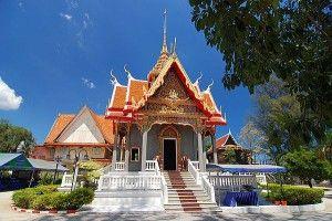 ワットチャロン寺院。タイのおすすめ観光名所