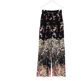 I pantaloni delle bella stagione sono a righe, a fiori, a motivi geometrici: sfoglia la nostra selezione e scopri tutte le diverse lunghezze
