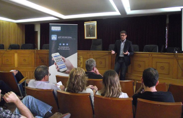 José manuel Haro presenta en Chiva la primera aplicación para móviles de un ayuntamiento de la provincia