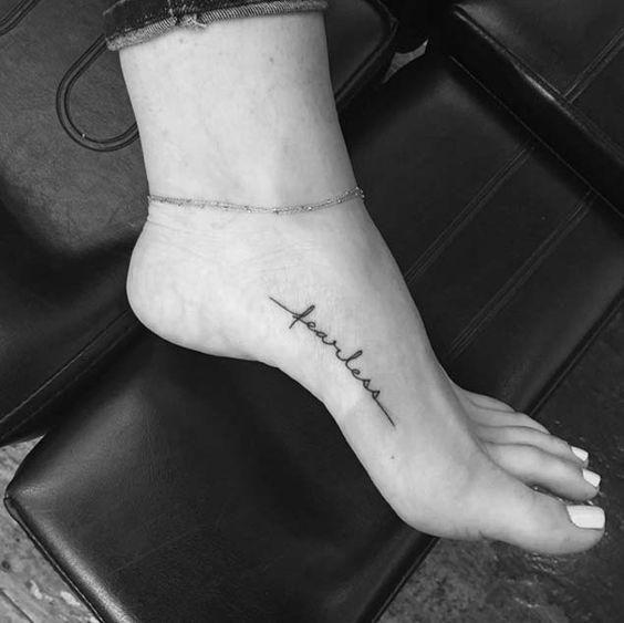 Se está pensando em fazer uma tatuagem no pé, temos sugestões lindas para se inspirar! #tatuagens #tattoo #ink