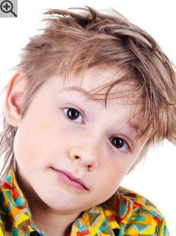 Rocker haircut for children. A cut with varying lengths, exposed ears and long strands in the neck.