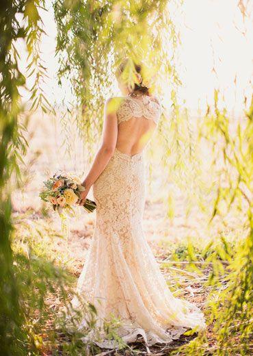 I love this dress.   Monique Lhuillier lace open back wedding dress : Utah wedding : photo by Alixann Loosle