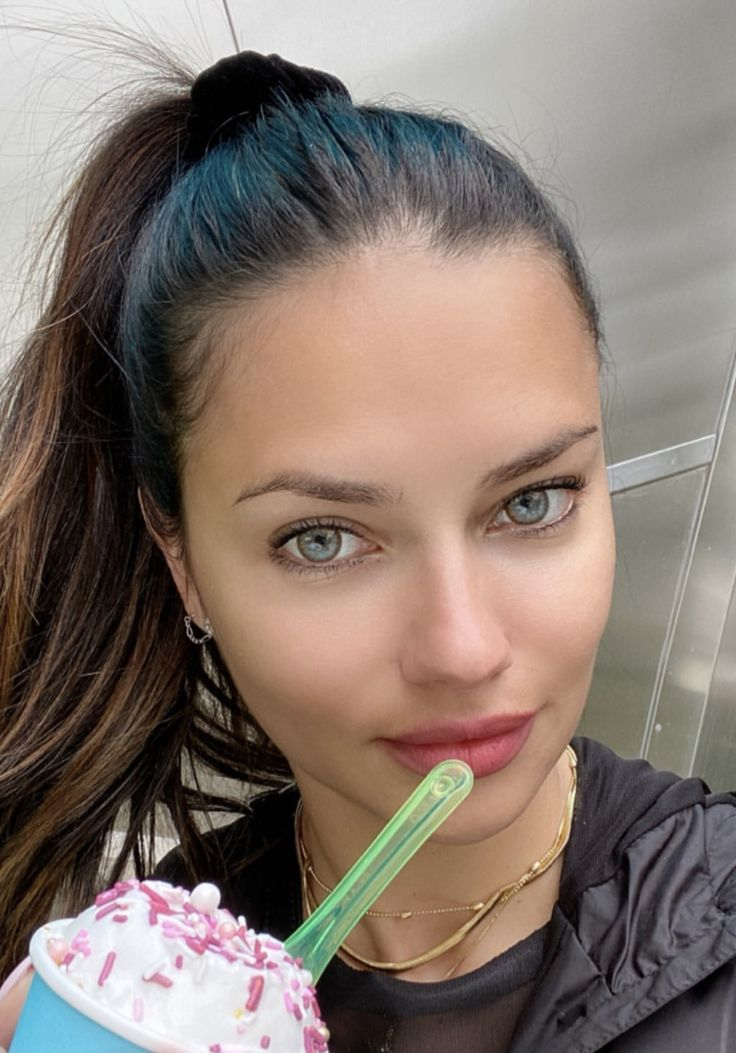 Adriana Lima Sexy Legs - Hot Celebs Home