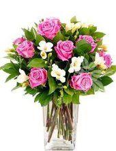 růžové růže + frezie