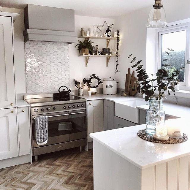Download Wallpaper White Kitchen Parquet Floor