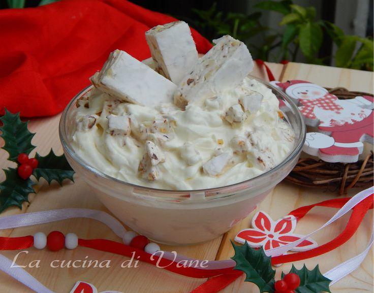 crema al torrone ricetta per una crema facile da fare e tanto golosa.Crema per farcire pandori panettoni.Ricetta con il torrone,ricetta crema con il torrone