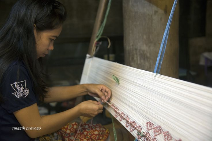 Weaving Toraja Cloth, Toraja - South Sulawesi