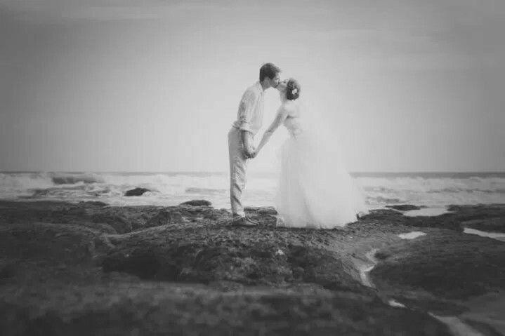 From hungary to Bali with 💏  #bali #baliwedding #baliphotographer #thebalibride #oliverkenphotoworks #oliverken #weddingphotography #weddingphotographer #weddinginspiration #weddingseason #realwedding #weddingideas #weddingblog #luxurywedding #destinationweddings #diywedding #diyweddingideas #canon #theknot