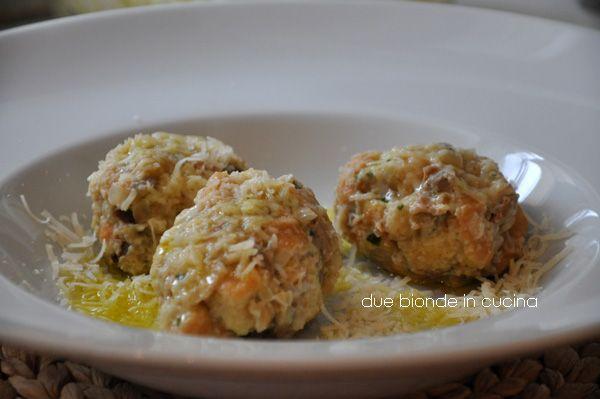 Due+bionde+in+cucina:+Canederli+di+farro+ai+funghi+porcini