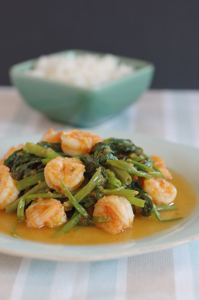 stir-fry water spinach with shrimp paste (belacan kangkung)