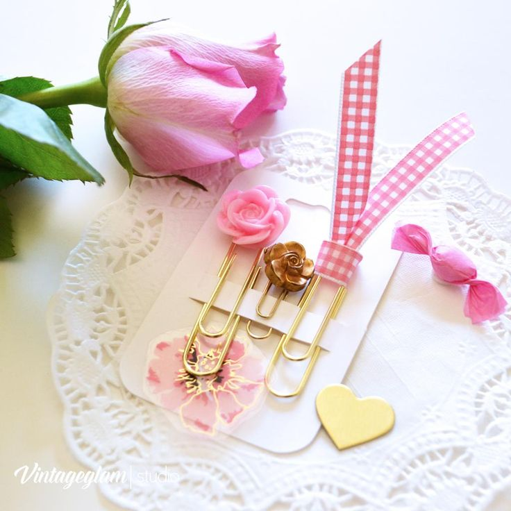 Here's a pretty rose from my #MothersDay bouquet and a few #planner clips I created.  Relaxin' and craftin'!