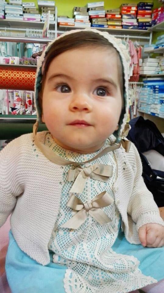 """MARIA es una modelo preciosssima que dan ganas de comérsela enterita con gorrito y todo www.notajunto.net """"Vistiendo tu infancia desde 1988"""" 965952070 Mutxamel."""