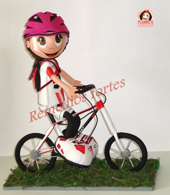 Fofucha ciclista con casco
