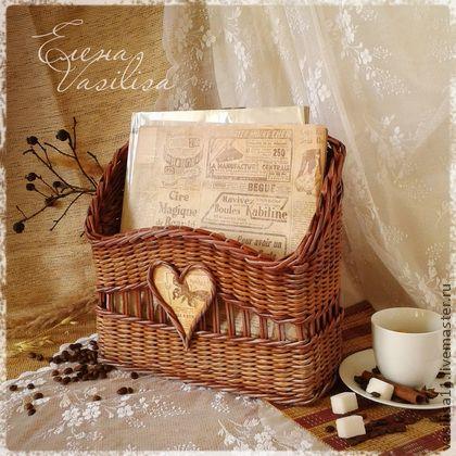 Журнальница `Утренний кофе`. Короб-журнальница полностью сплетён из бумаги, лёгкий и прочный, чудесного цвета молотого кофе и молочного шоколада, искусственно состарен.    Необычная и изысканная, удобная и практичная...  С благородным налетом времени...    Авторская работа.