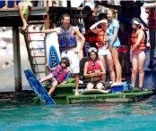 Submarinismo, windsurf ¿o quizás esquí? La ubicación de nuestros hoteles en la costa posibilita practicar una amplia variedad de deportes acuáticos. // Diving, windsurfing or perhaps water ski? Our Hotels are ideally situated along the coast, providing a wide choice of water sports.
