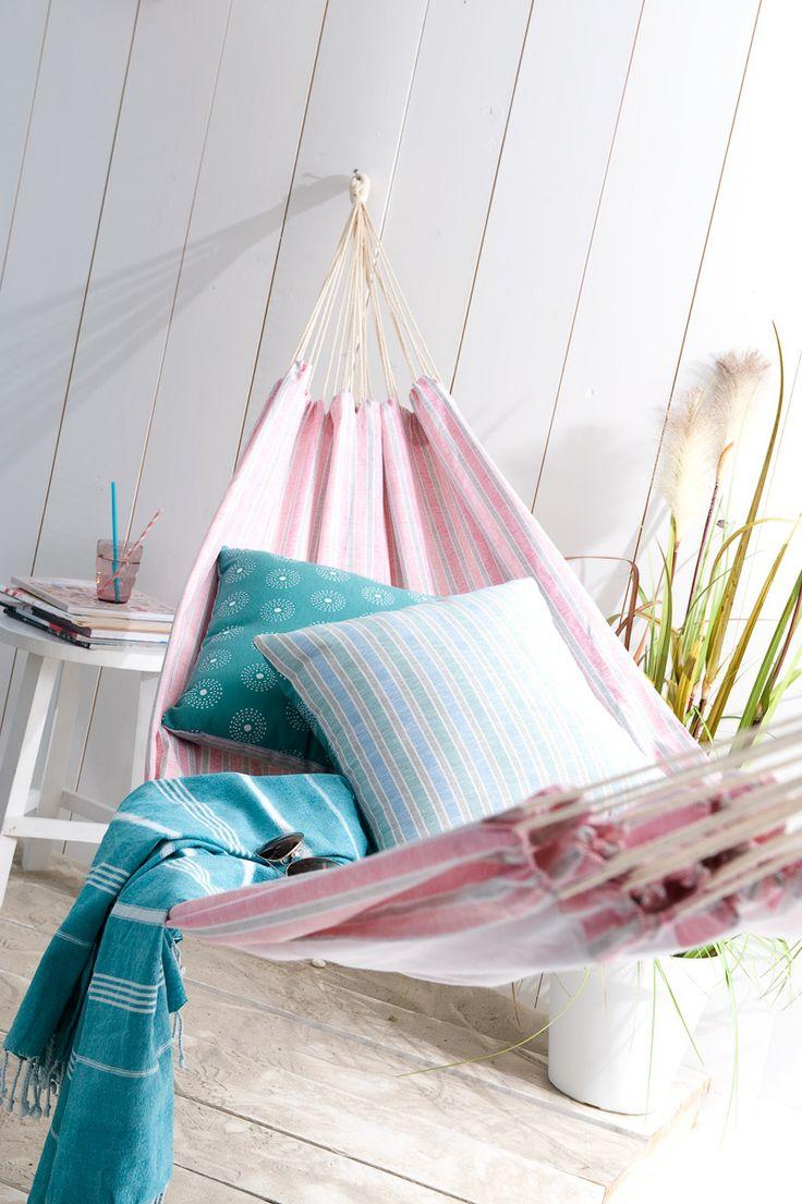 Hangmat Pippa: het ultieme zomergevoel komt naar boven door in deze hangmat te liggen. Met de benen omhoog genieten van de zon. Overal is de hangmat op te hangen, en extra leuk met matchende kussens erin.