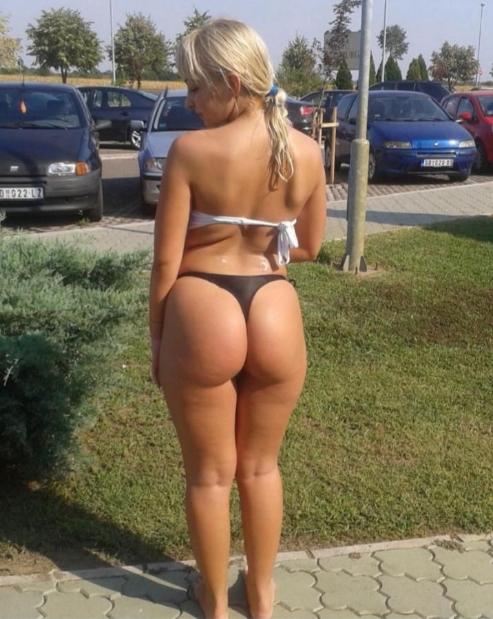 blonde bubble butt white girl
