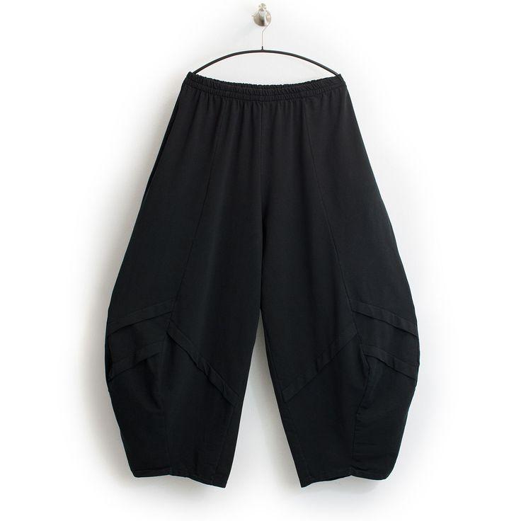 Weite  Ballonhose  von Moonshine mit Taschen. Perfekt für Ihre individuelle Lagenlook Mode. Angenehmer, etwas dickerer und stretchiger Material aus 100% Baumwolle. Sehr Pflegeleicht,  waschbar  bei 30° (wir empfehlen...