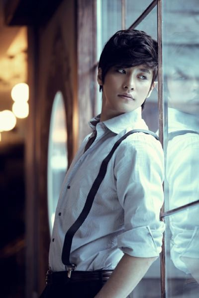 I do love a guy in suspenders.... aannnnddd when they are Korean! :)
