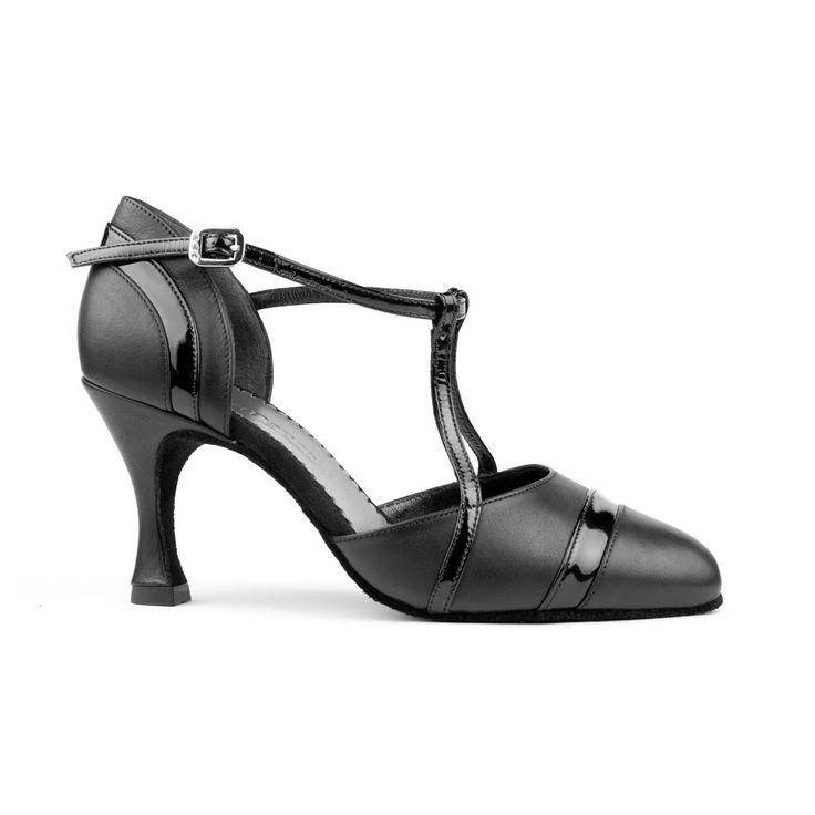 En elegant og lækker tango dansesko fra PortDance. Skoen PD122 Premium er udført i sort læder og lakdetaljer. Findes hos Nordic Dance Shoes: http://www.nordicdanceshoes.dk/portdance-pd122-premium-sort-laeder-dansesko#utm_source=pin