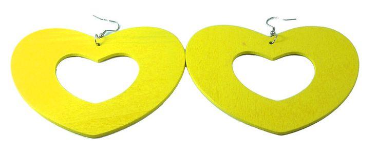 Orecchini in legno giallo fluo a cuore di Mi.ni Creations su DaWanda.com