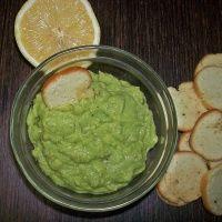 Простой диетический соус Гуакамоле за 15 минут - базовый рецепт