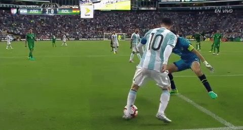 messi argentina bolivia ca2016 copa america centenario nutmeg trending #GIF on #Giphy via #IFTTT http://gph.is/1Xpp1Us