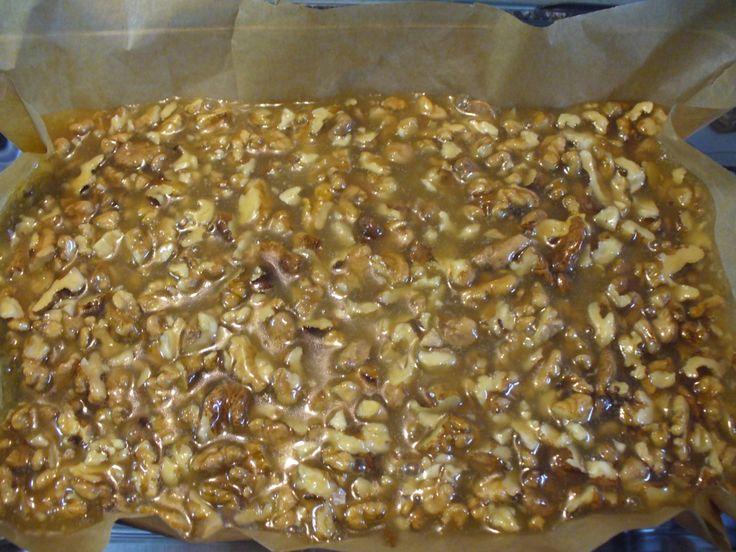 Jak upéct karamelové řezy s ořechy   recept