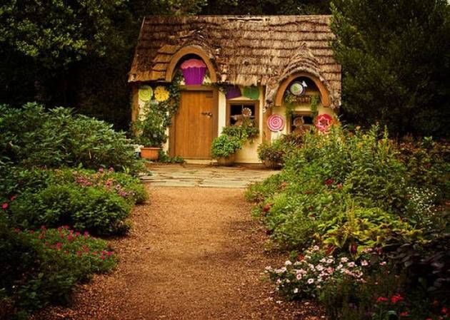 pretty little Cottage.: Little Houses, Home Interiors, Real Fairies, Fairyt Houses, Playhouses, Fairies Houses, Little Cottages, Gardens Cottages, Fairies Tales