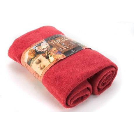 The maxi thrug is constructed of Chillfactor moisture management material, which keeps the user warm and dry.