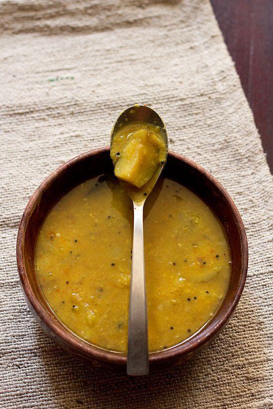 Prononcée «rasson» par les tamouls, la «soupe» qui s'avère davantage être un bouillon dans lequel se noie le riz cuit, est connue pour ses vertus digestives mais également pour favoriser…